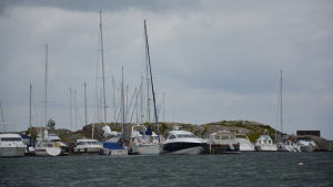 Båtar i hamn i Östersjö Port