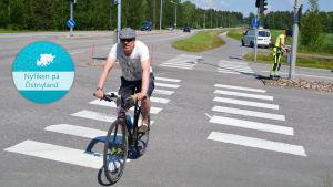 Cyklist korsar skyddsväg.
