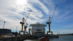 Bild på Tallink Megastar som byggs på Åbovarvet.