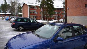 Parkerade bilar i Vårberga i Borgå
