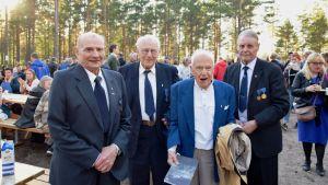 Krigsveteranerna Tor-Erik Lindroos, Bruno Österlund, Samuel Björklöf och Gösta Rosenberg.