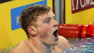 Adam Peaty innehar världsrekordt på 50 meter och 100 meter bröstsim.