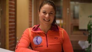 Idrottsinstruktör Julia Salmela från Hangö gymnastikförening.