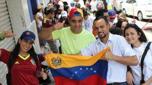 Venezuelaner i Mexiko deltog också i folkomröstningen, här väljare i Mexico City.