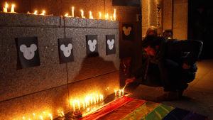 Minnesstund i Orlando, Florida för masskjutningens offer
