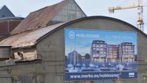 Bild på reklam för de kommande uppsnyggade hamnkvarteren i Noblessneri-området i Tallinn.