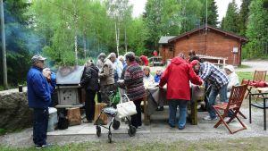 Borgåseniorklubbarnas vårutflykt till stugan i Humla