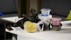 Plastförpackningar.