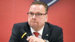 HIFK:s sportchef Tom Nybondas publicerade nya kontrakt i juni 2016.