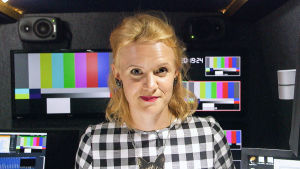 Frida Frankenhaeuser är programledare för serien Bluffresan.