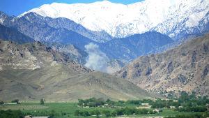 Jättebomben fälldes i en IS-kontrollerad dal i provinsen Nangarhar där jihadisterna hade grävt ett omfattande tunnelkomplex i bergen
