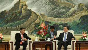 Filippinernas president Rodrigo Duterte och Zhang Dejiang, ordförande i den kinesiska folkkongressens ständiga utskott