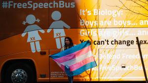 Protest mot en kampanjbuss i New York.