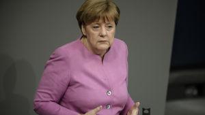 Förbundskansler Angel Merkel kommenterade de försämrade relationerna med Turkiet i ett tal inför fö0rbundsdagen i Berlin