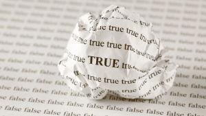 Rypistetty paperi jossa sana True