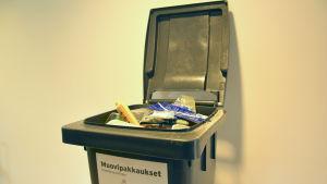 En bild av en plastavfallscontainer