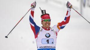 Emil Hegle Svendsen firar den norska stafettsegern i VM i Oslo 2016.
