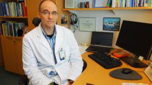 Mikrobiolog Tapani Tuomi på Arbetshälsoinstitutet