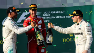 Lewis Hamilton, Sebastian Vettel, Valteri Bottas på prispallen, Melbourne 2017.
