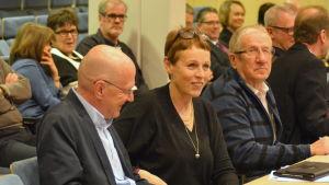 Stefan Anderson och Marlén Timonen under fullmäktigemöte i Karleby.