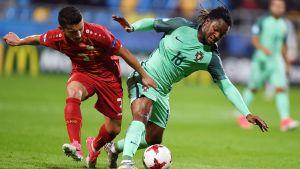 Renato Sanches kämpar om bollen