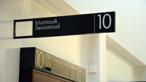 Sessionssal i Egentliga Finlands tingsrätt.