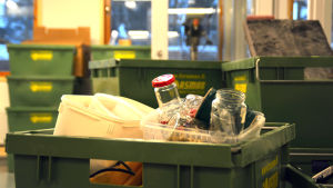 Merituulen koulu - flyttlådor i slöjdsalen