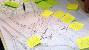 Klisterlappar med text på en karta över Lappvik.