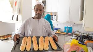 Rabeh Moni leipoo leipää ID al fitr -juhlaan