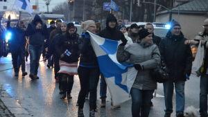 Rörelsen Rajat Kiinni demonstrerar i Helsingors