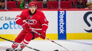Teuvo Teräväinen är en finsk ishockeyspelare.
