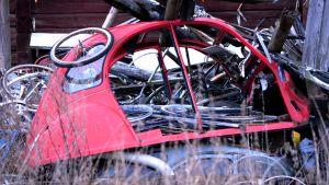 skrotbil och skrotcyklar