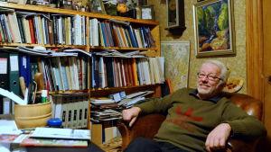 Peter Båsk i sitt arbetsrum på Stundars.