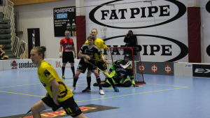 Niklas Meyer i svart vid målet.