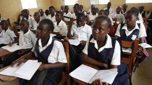 Skolflickor i Liberia.
