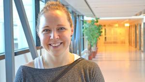 Heidi Lindström spelar fotboll i HJK (2014).