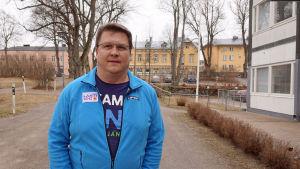Niklas Turku utanför Lovisa församlingshel