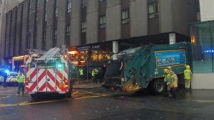 En sopbil kolliderade med fotgängare i Glasgow den 22 december 2014.