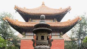 En pagod i Kina med tak vid två våningar vars kant pekar uppåt