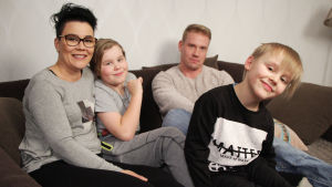 Kuvassa Laura, Aamos, Akseli ja Ville.