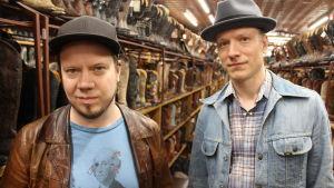 Tuomo Prättälä (vas.) ja Markus Nordenstreng ehtivät kiireisen Austinin-viikkonsa aikana käymään myös vaateostoksilla.