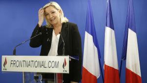 Nationella Frontens partiledare Marine Le Pen kommenterade valresultatet den 22 mars 2015