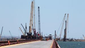 Brobygge från Ryssland till Krim över Kertjsundet.