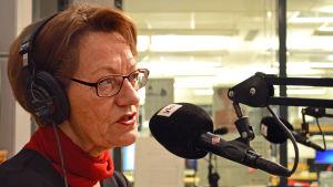 Gudrun Schyman gästar Yle Huvudstadsregionens studio.