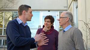 Michael Moberg (SDP), Silvia Modig (Vf) och Thomas Elfgren (SFP)
