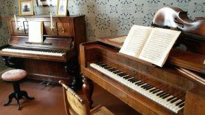 Två pianon i Sibelius födelsehem i Tavastehus
