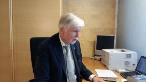 Tidigare utrikesministern Erkki Tuomioja, SDP, om utrikesminister Soinis arbete.