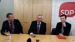 Viktor Kock, Antti Rinne och Marit Feldt-Ranta vid FSD-kongressen