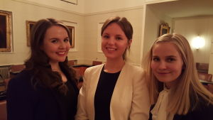 Blivande juristerna Anette Laulajainen, Ina Söderlund och Veera Sundberg vid Helsingfors Universitet har tagit del i ELMC, största tävlingen om EU-rätt. 2016.