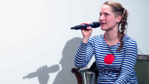 Kirjailija Alexandra Salmela Prosak-klubilla